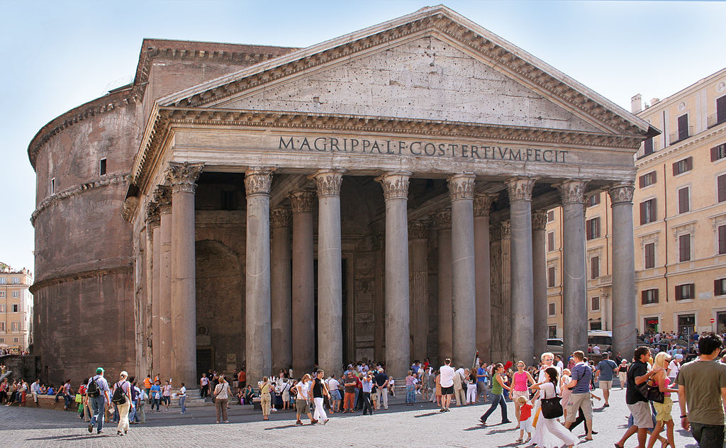 Seeing the Pantheon is one of the best Things to do in Rome with locals ... photo by CC user Roberta Dragan on wikimedia commons