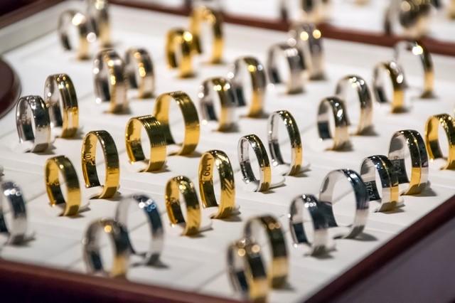 Pawning Jewellry